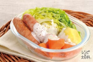 蒸し野菜とソーセージのホットサラダ