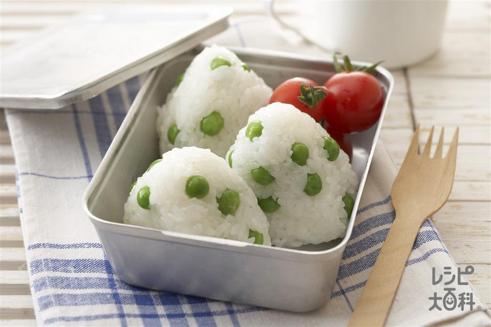 グリンピースのおにぎり(温かいご飯+グリンピースを使ったレシピ)