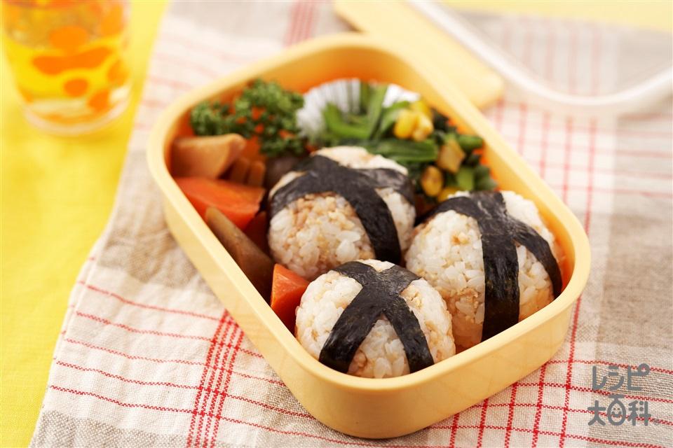 そぼろおにぎり(ご飯+鶏ひき肉を使ったレシピ)