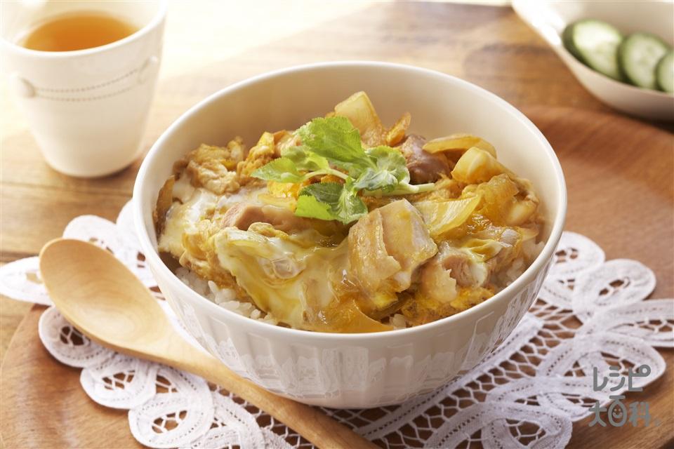 親子丼(鶏もも肉+温かいご飯を使ったレシピ)