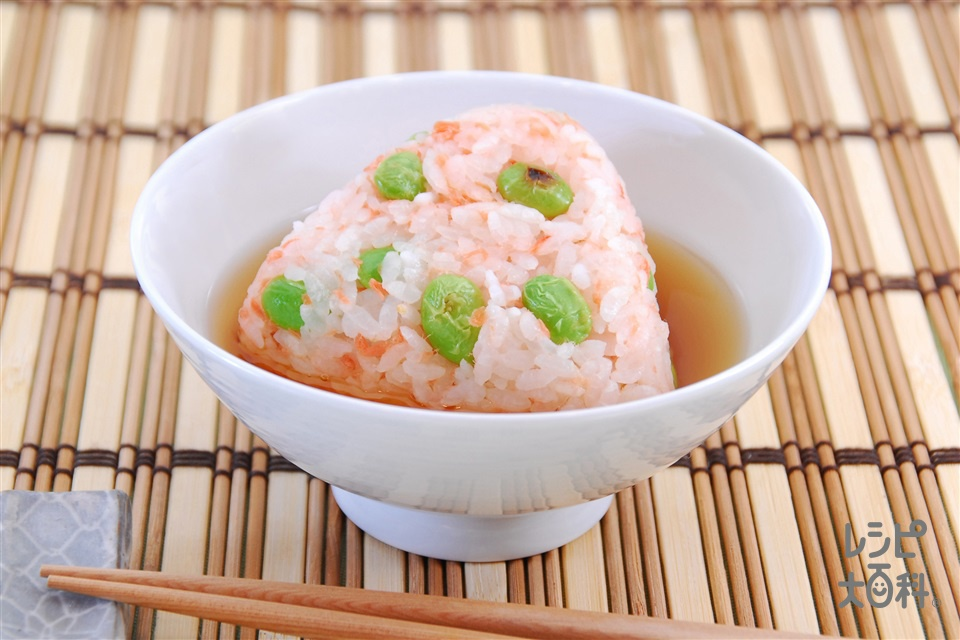 枝豆焼きおにぎりスープかけ(枝豆+温かいご飯を使ったレシピ)