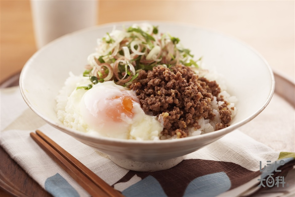 ピリ辛そぼろ丼(牛赤身ひき肉+「お塩控えめの・ほんだし」を使ったレシピ)