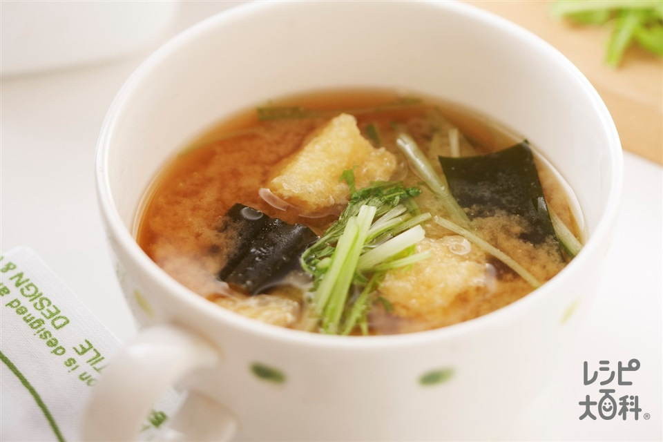 水菜とわかめ・油揚げのレンチンみそスープ(水菜+油揚げを使ったレシピ)