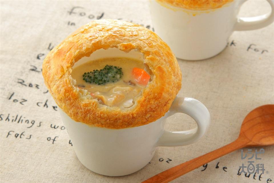 きのこのパイシチュー(「クノール カップスープ」ミルク仕立てのきのこのポタージュ+鶏もも肉を使ったレシピ)