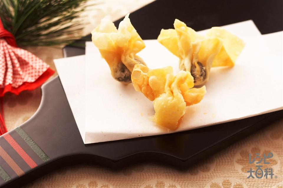 黒豆とチーズのひねり揚げ(しゅうまいの皮+プロセスチーズを使ったレシピ)