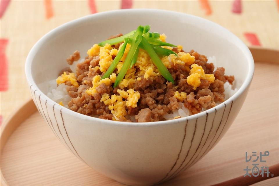 そぼろごはん(温かいご飯+肉そぼろを使ったレシピ)
