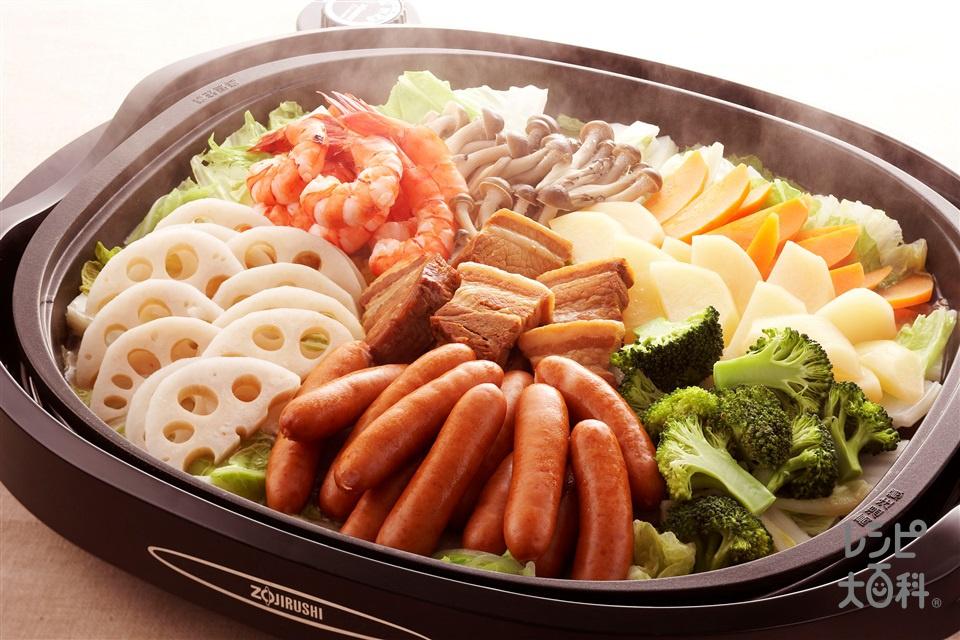 角煮とウインナーの菜愛蒸し(粗びきウインナーソーセージ+白菜を使ったレシピ)