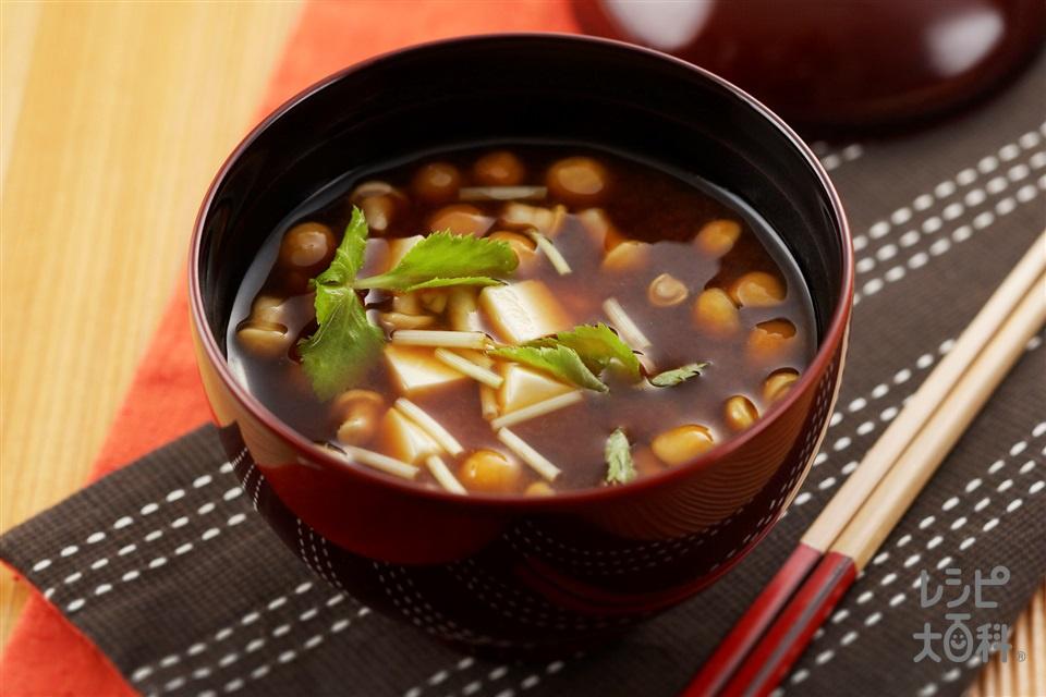 豆腐となめこの赤だし(絹ごし豆腐+なめこを使ったレシピ)