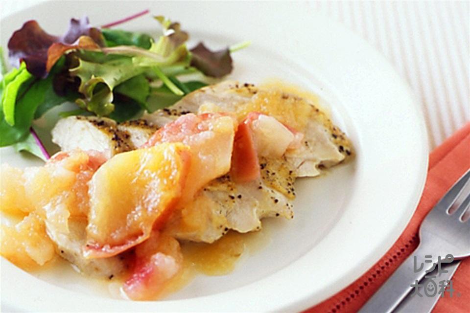 チキンソテー アップルソース(りんご+鶏むね肉(皮なし)を使ったレシピ)