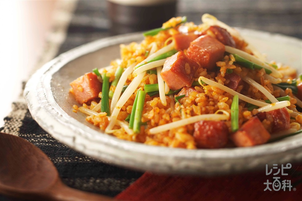 ピリ辛焼豚チャーハン(ご飯+もやしを使ったレシピ)