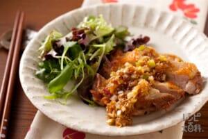 カリカリ鶏肉のうま梅ソース