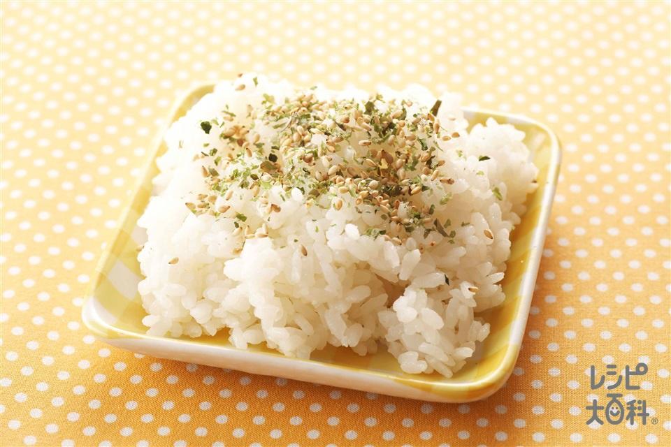 青のりとごまのふりかけごはん(ご飯+いり白ごまを使ったレシピ)