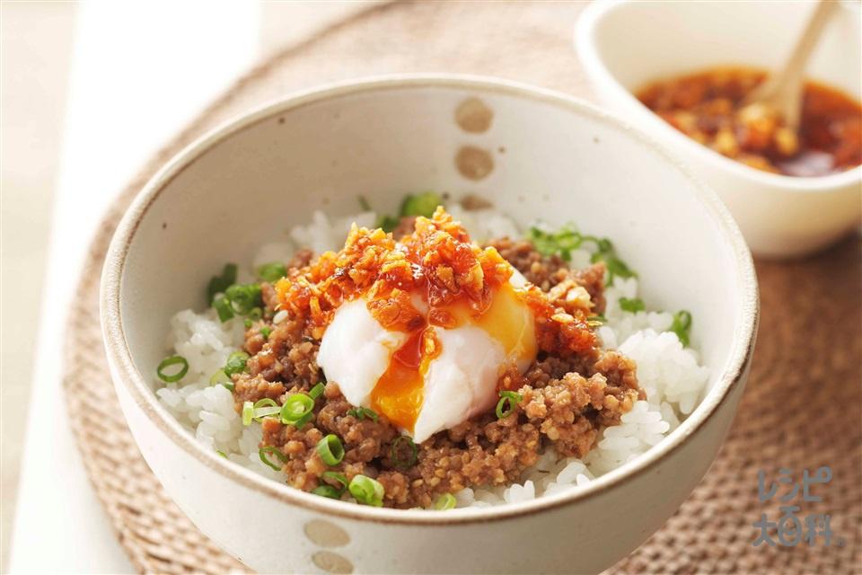 担々ご飯 温玉のせ(ご飯+豚ひき肉を使ったレシピ)
