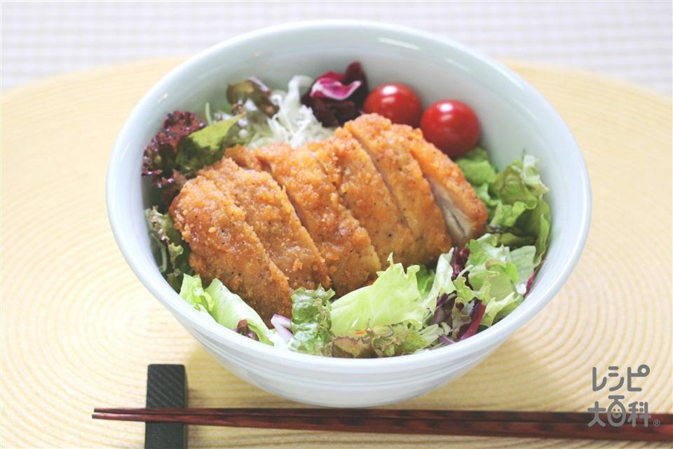 超簡単チキンサラダ丼 ~チキンをヨーイ丼~(ご飯を使ったレシピ)