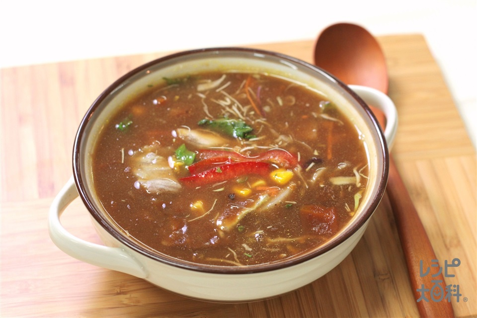超簡単カレースープ ~たぶんインド王宮風のサラダスープ~(野菜サラダ(市販品)+「味の素KKコンソメ」顆粒タイプを使ったレシピ)