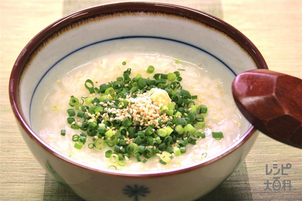 たっぷりねぎとごまの中華風粥(「味の素KKおかゆ」白がゆ+「丸鶏がらスープ」を使ったレシピ)