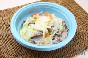 白菜と豚肉のガーリック蒸し(シリコンスチーマー使用)(豚こま切れ肉+白菜を使ったレシピ)
