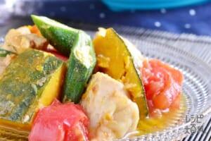 シリコンスチーマーで 鶏むね肉と野菜のだし煮びたし