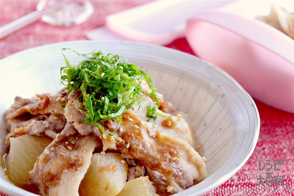シリコンスチーマーで 豚バラと大根の梅肉蒸し(豚バラ薄切り肉+大根を使ったレシピ)