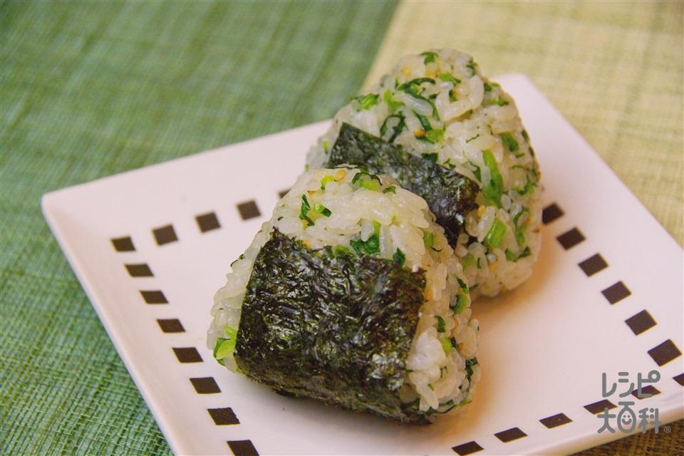 「ほんだし」おにぎり~かぶの葉入り~(温かいご飯+「ほんだし」を使ったレシピ)