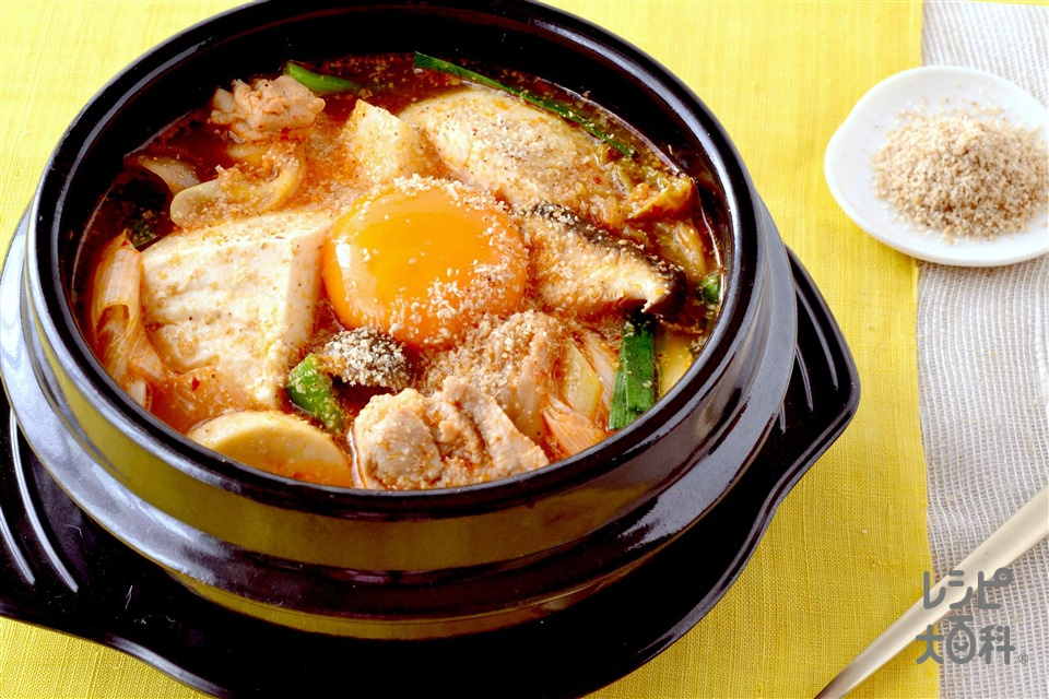 スンドゥブ風チゲ(絹ごし豆腐+鶏もも肉を使ったレシピ)