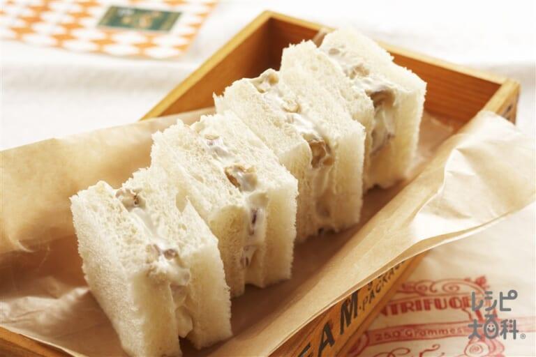 クリームチーズとクルミのサンドイッチ