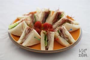 豚肩ロースとレタスのサンドイッチ