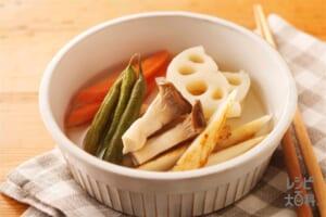 ごろごろ根菜ときのこのピクルス(れんこん+にんじんを使ったレシピ)