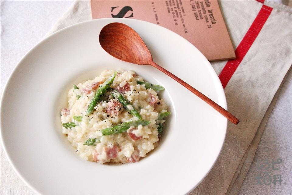アスパラガスとベーコンのリゾット(温かいご飯+牛乳を使ったレシピ)