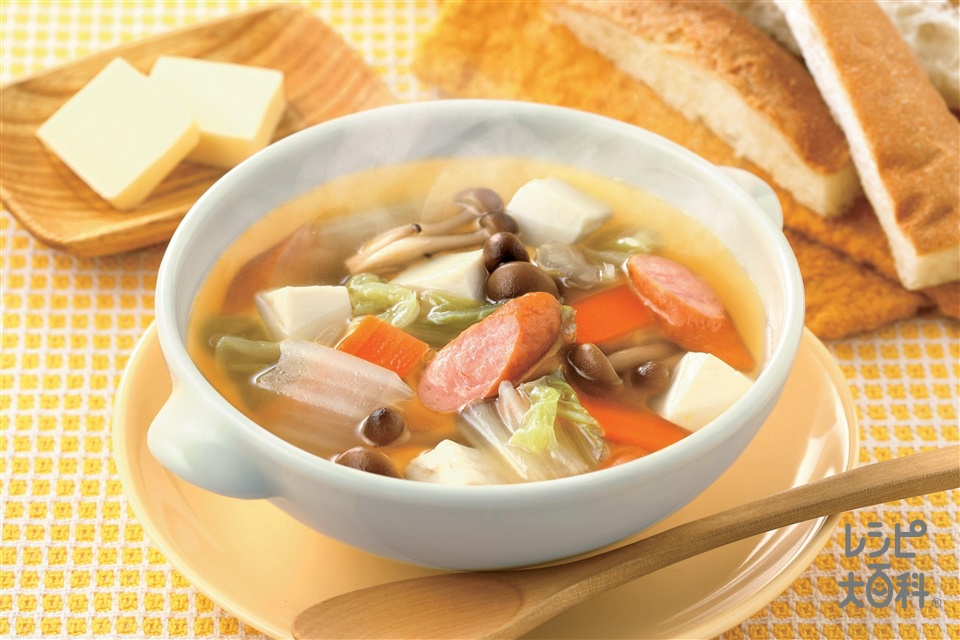 お鍋の具材で朝から手軽に!白菜と豆腐のコンソメスープ