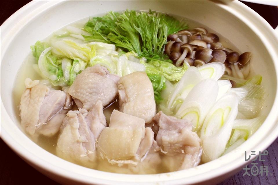 丸鶏スープ鍋(鶏もも肉+白菜を使ったレシピ)