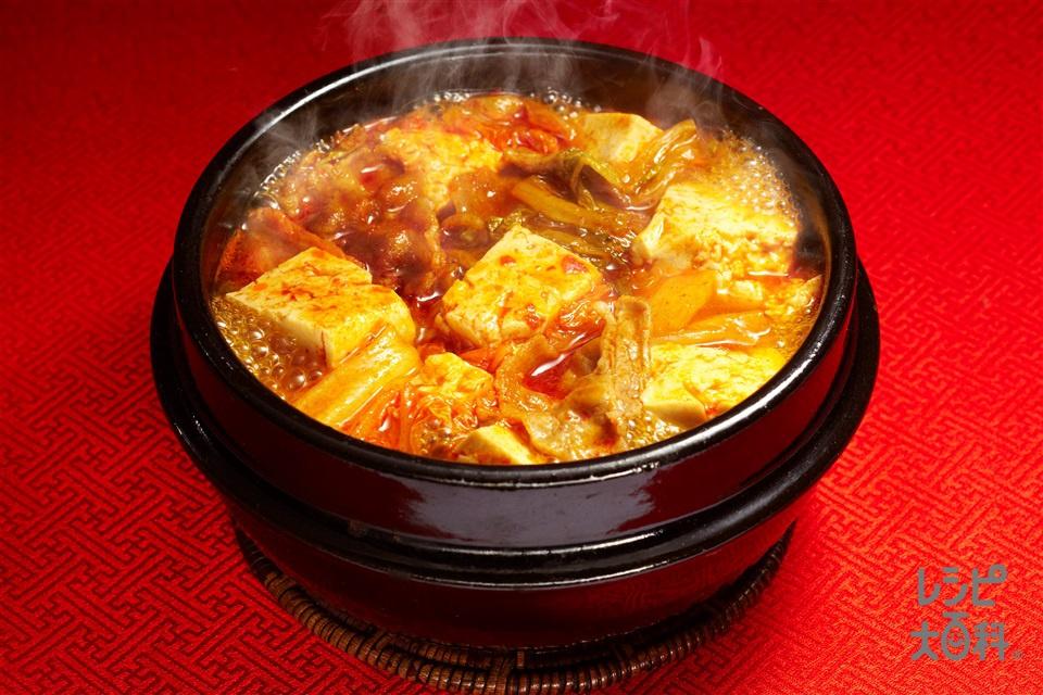 豆腐チゲ(絹ごし豆腐+豚バラ薄切り肉を使ったレシピ)