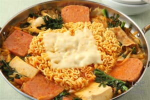プデチゲ(部隊チゲ)(白菜キムチ+木綿豆腐を使ったレシピ)