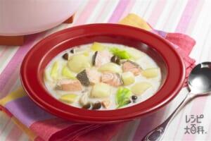 鮭とじゃがいものミルクスープ(さけ+牛乳を使ったレシピ)