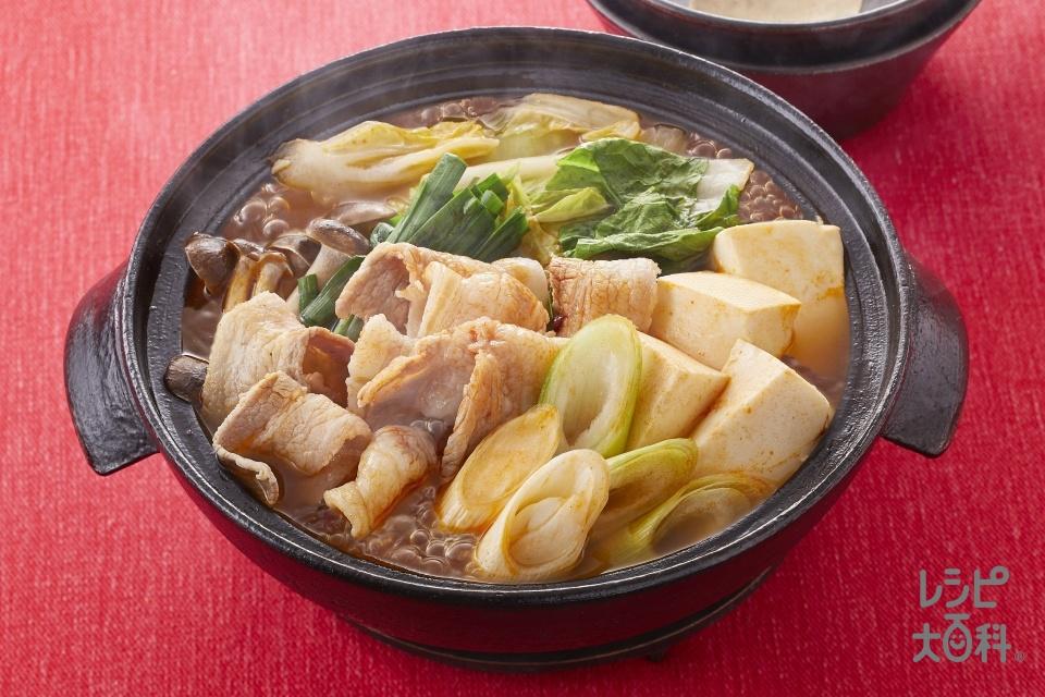 ピリ辛キムチ鍋(豚バラ薄切り肉+白菜を使ったレシピ)