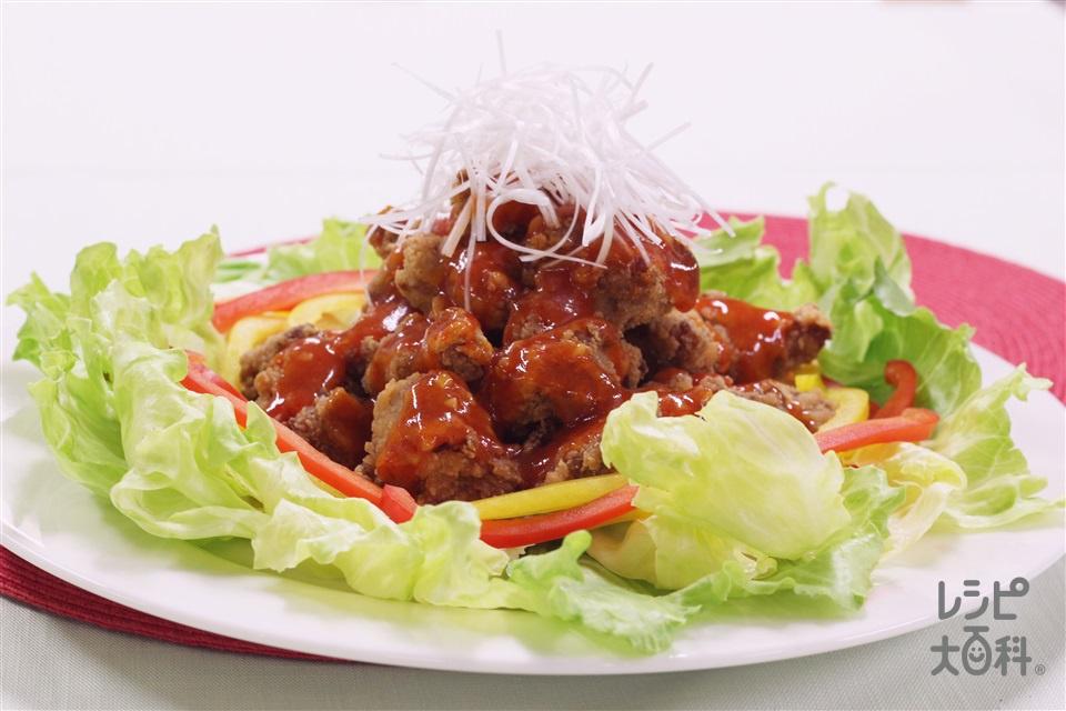 から揚げのチリソースサラダ(から揚げ(市販品)+レタスを使ったレシピ)