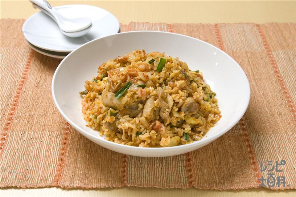 赤いキムチチャーハン(ご飯+豚バラ薄切り肉を使ったレシピ)