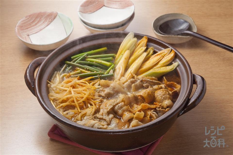 豚とシャキシャキ野菜のキムチ鍋(豚バラ薄切り肉+もやしを使ったレシピ)