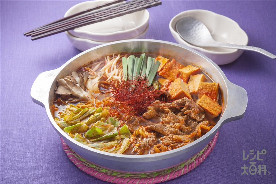 牛肉とキャベツのキムチ鍋(牛こま切れ肉+キャベツを使ったレシピ)
