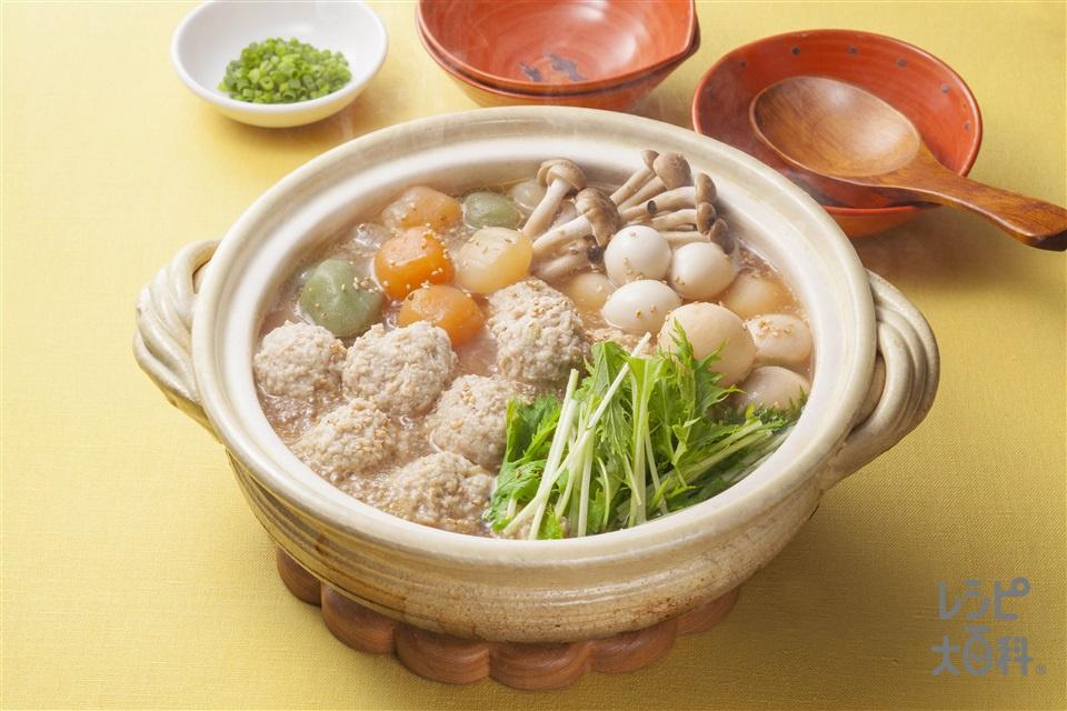 鶏だんごと野菜のコロコロ鍋(鶏つくねだんご+冷凍里いもを使ったレシピ)
