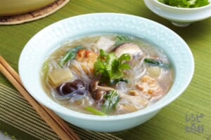 ナイス リメイク!チキンときのこのタイ風春雨スープ