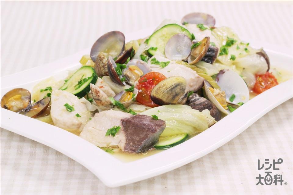 ぶりとあさりと色々野菜のワイン蒸し(ぶり(切り身)+キャベツを使ったレシピ)