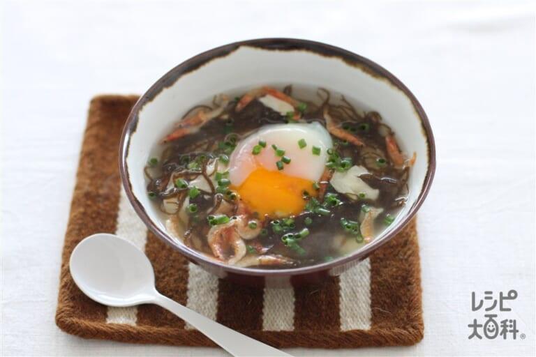 もずくと温玉の中華風スープかけごはん