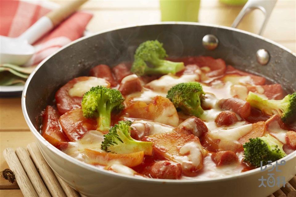ウインナーのキムチーズフライパングラタン(じゃがいも+ホールトマト缶を使ったレシピ)
