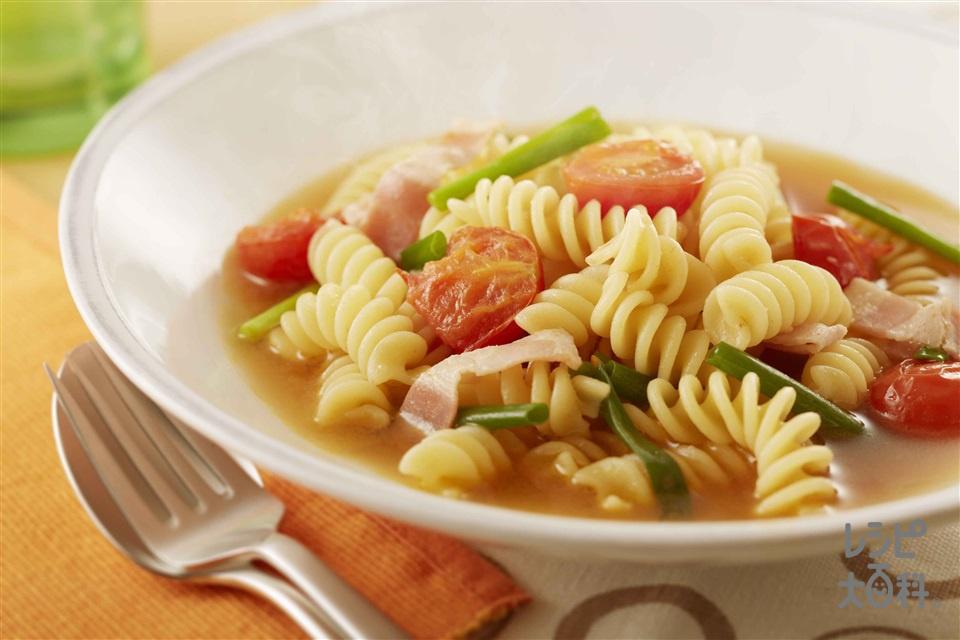 ベーコンとミニトマトの和風スープパスタ(ショートパスタ+ベーコンを使ったレシピ)