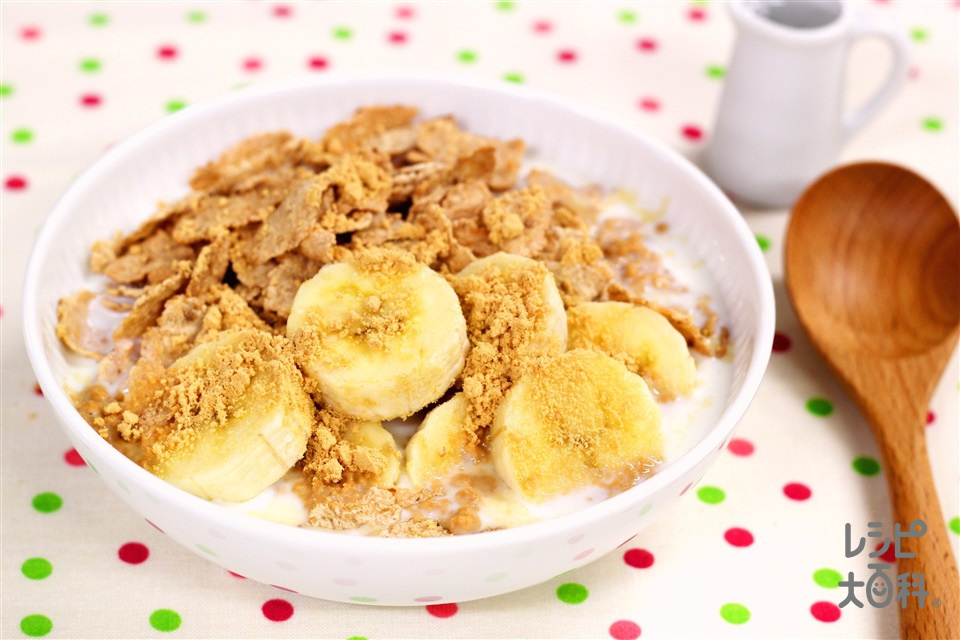 玄米フレークでヘルシー!~きなこバナナみるくシリアル~(「ケロッグ 玄米フレーク」+バナナを使ったレシピ)