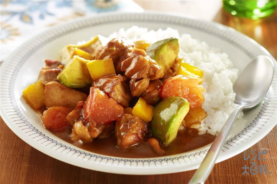 鶏肉とアボカドのトマト炒めカレー(鶏もも肉+ご飯を使ったレシピ)