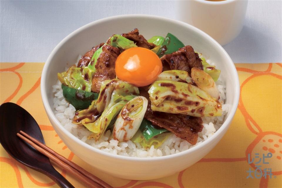卵のっけ回鍋肉丼(豚バラ薄切り肉+キャベツを使ったレシピ)