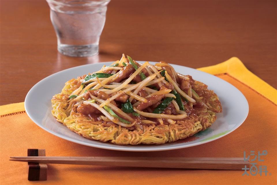 豚肉ともやしのパリパリ焼きそば(焼きそば用蒸しめん+豚ロース薄切り肉を使ったレシピ)