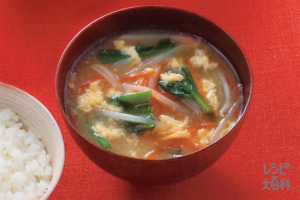 野菜たっぷり味噌汁ガーリック風味(もやし+ほうれん草を使ったレシピ)